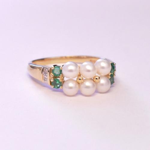 Yellow Gold Pearl & Emerald & Diamond Ring